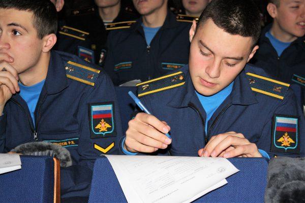 Курсанты и слушатели Военно-медицинской академии приняли участие в Географическом диктанте