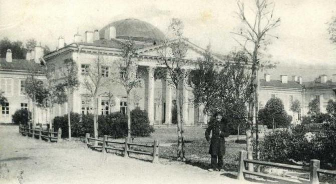 16 сентября 1800 года в новое каменное здание С.-Петербургской Медико-хирургической академии переведены первые учащиеся
