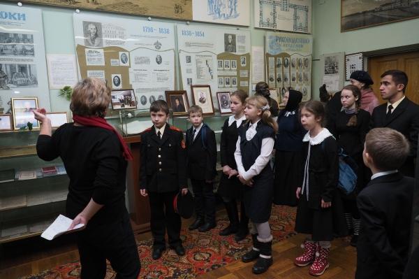 Для воспитанников школы при подворье Валаамского монастыря провели экскурсию по Военно-медицинской академии