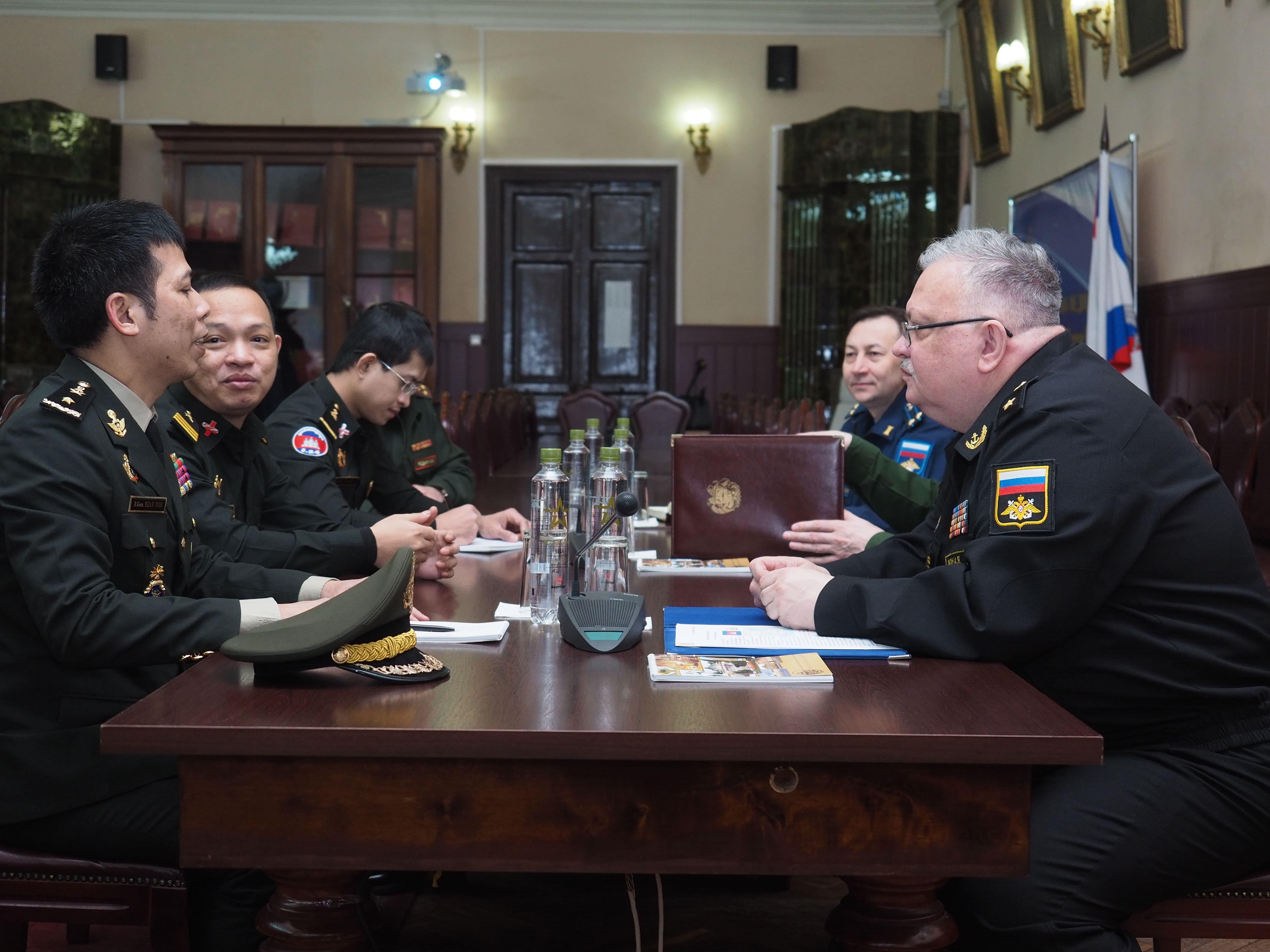 Военно-медицинскую академию с официальным визитом посетил военный атташе королевства Камбоджа