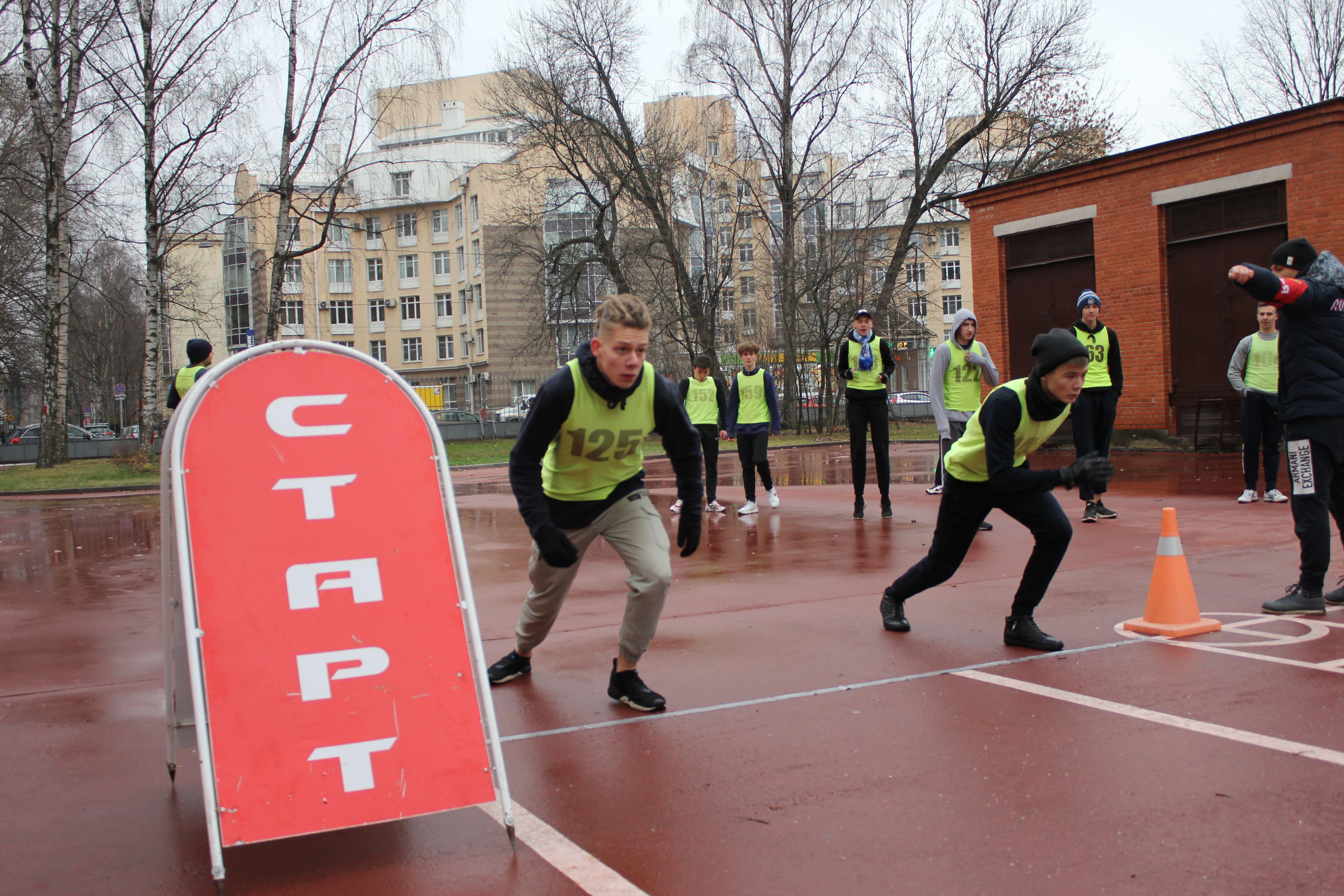 В Военно-медицинской академии провели спортивную эстафету среди команд средних учебных заведений Санкт-Петербурга