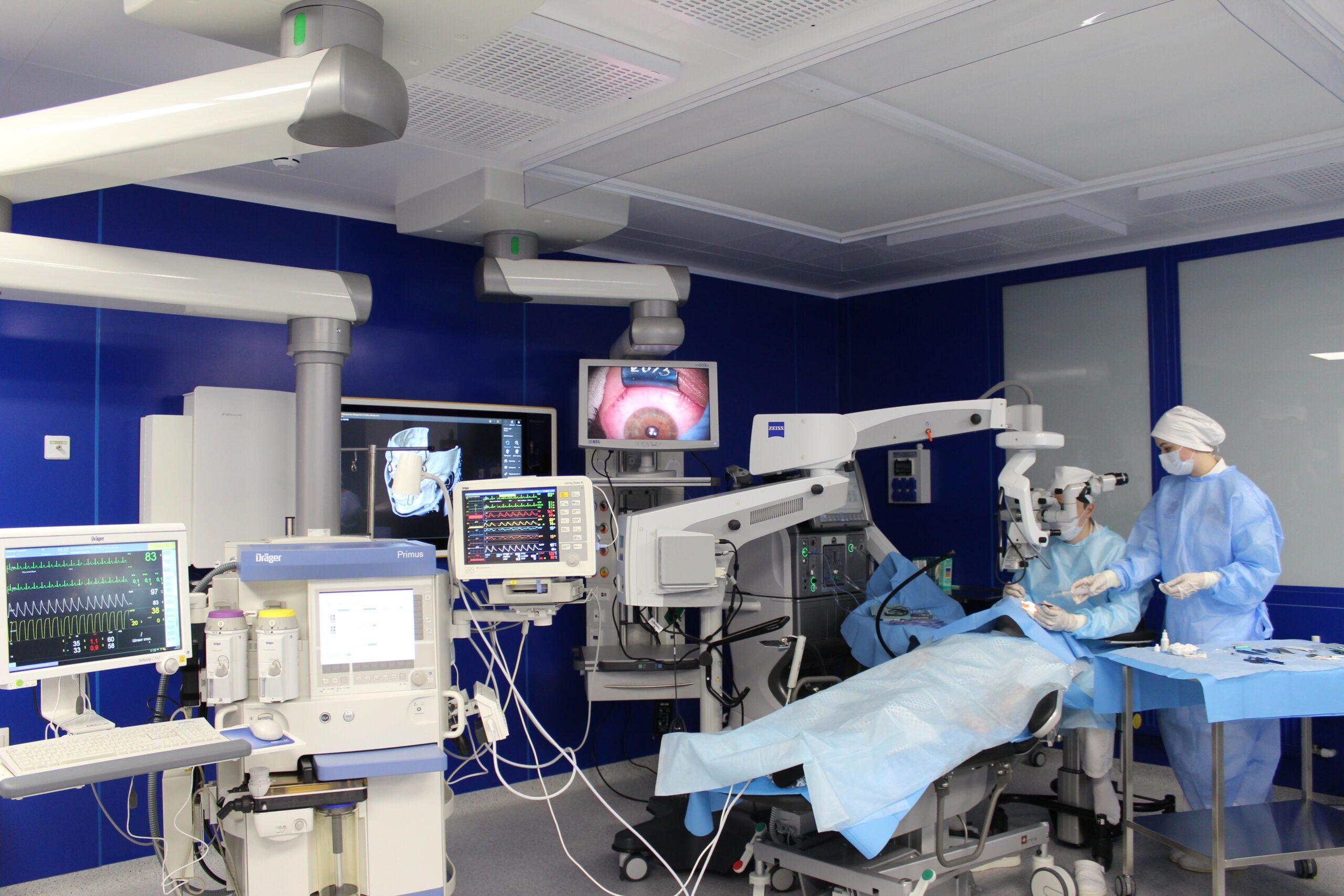 Врачи клиник отоларингологии и офтальмологии Военно-медицинской академии выполнили уникальную операцию по удалению инородного тела из области вершины глазницы пациента
