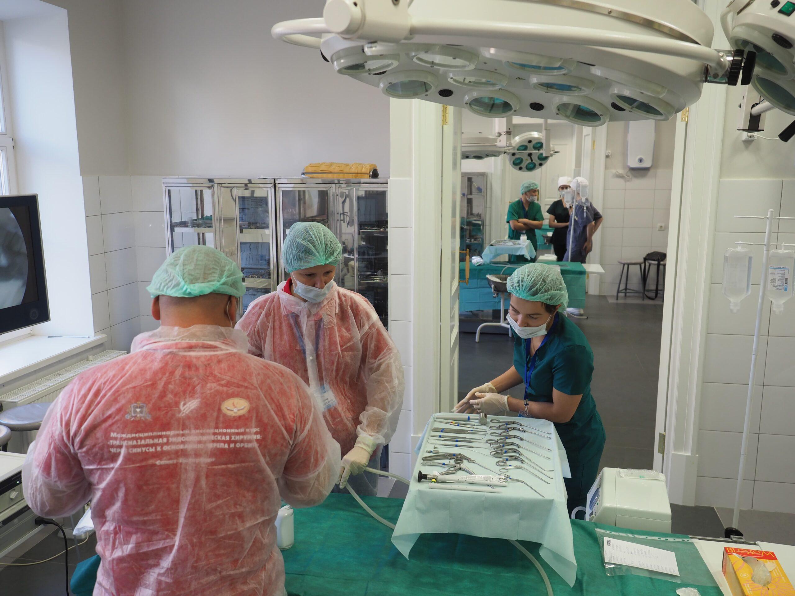 Хирург должен воспитываться индивидуально. В Военно-медицинской академии состоялся междисциплинарный диссекционный курс «трансназальная эндоскопическая  хирургия через синусы к основанию черепа и орбите».
