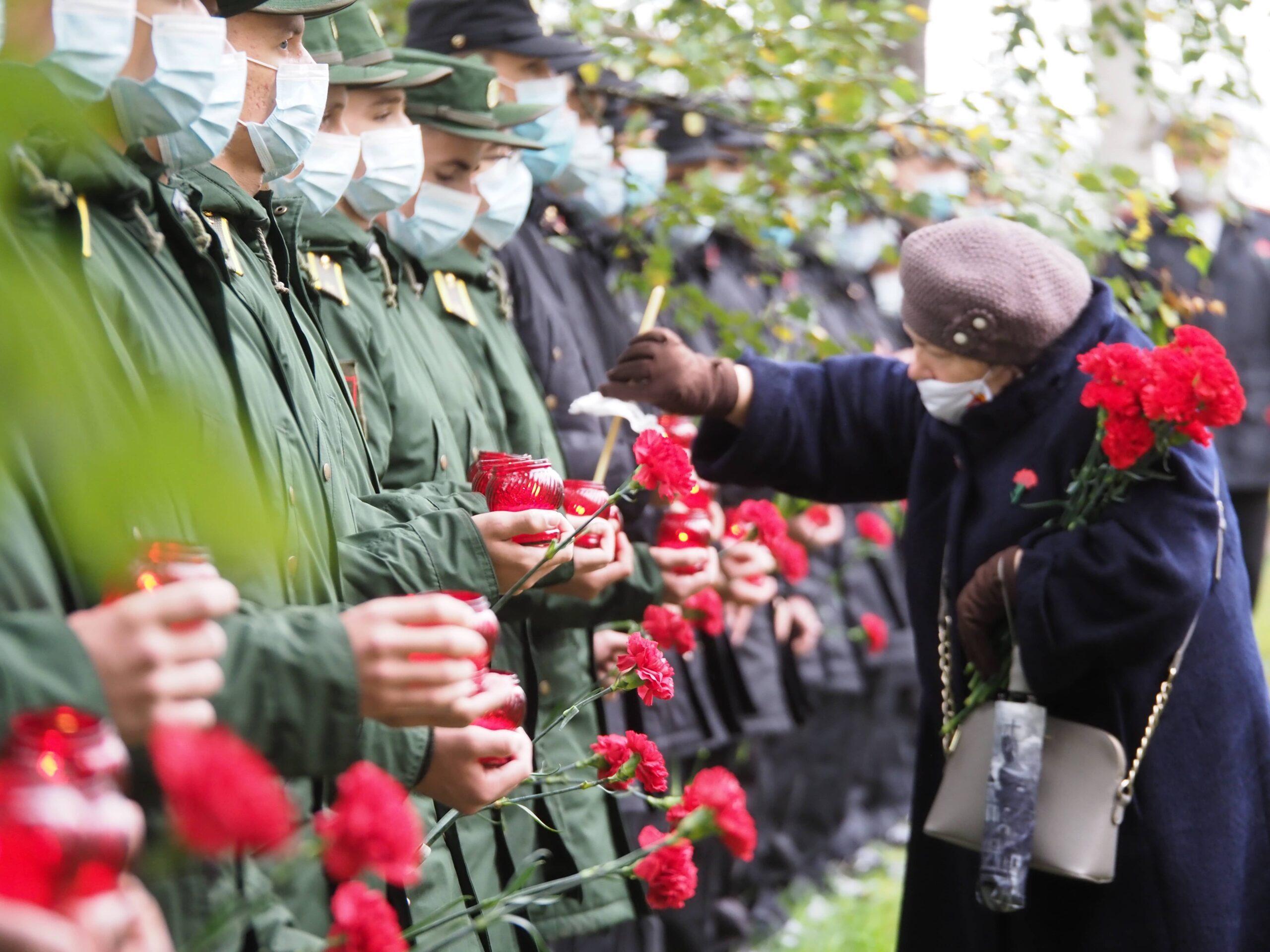 Личный состав Военно-медицинской академии почтил память погибших на Ладоге курсантов и выпускников Военно-морских училищ Ленинграда