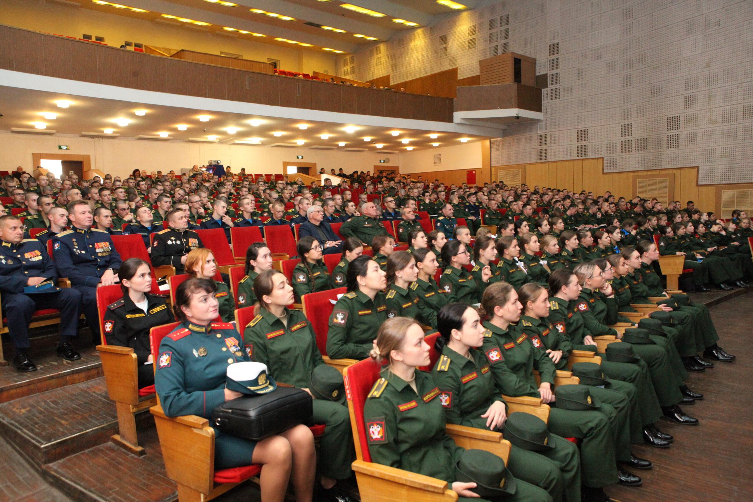 Дмитрий Тришкин провел лекцию для курсантов первого курса Военно-медицинской академии